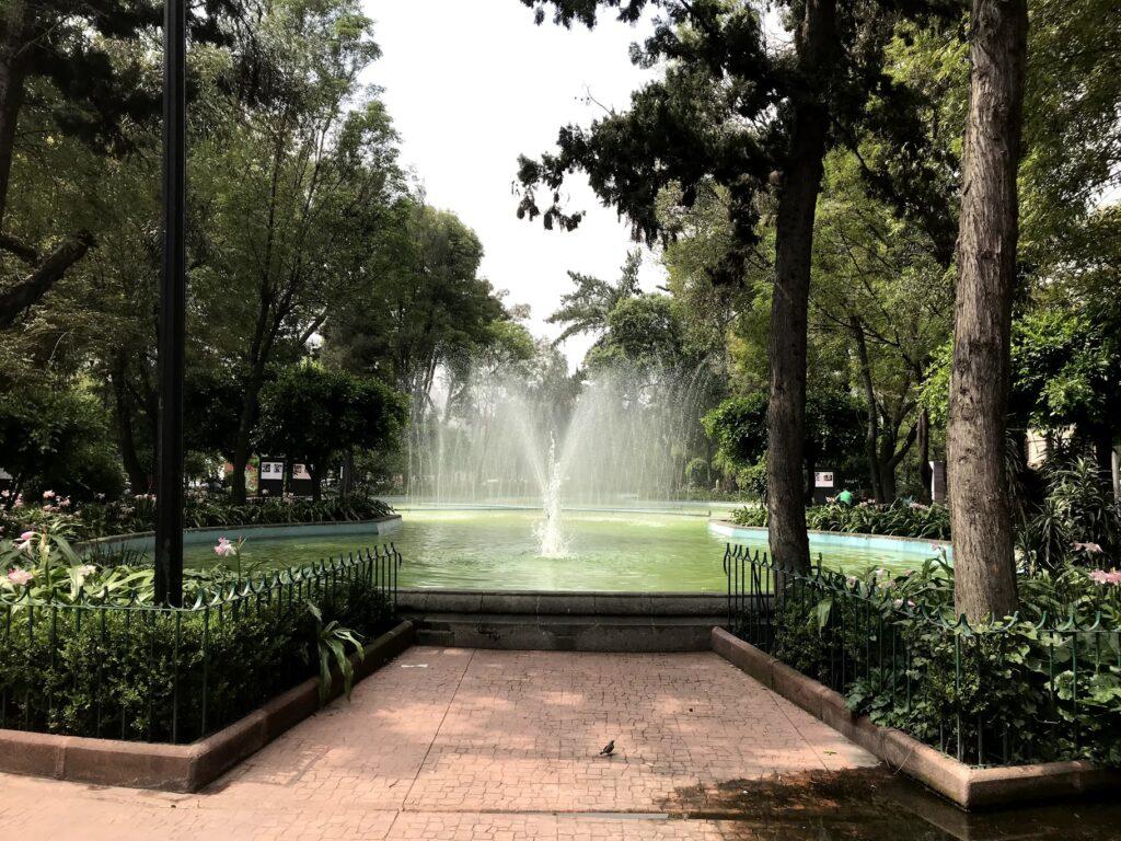 Plaza Luis Cabrera: la fuente favorita de la Roma Norte - COVIVE