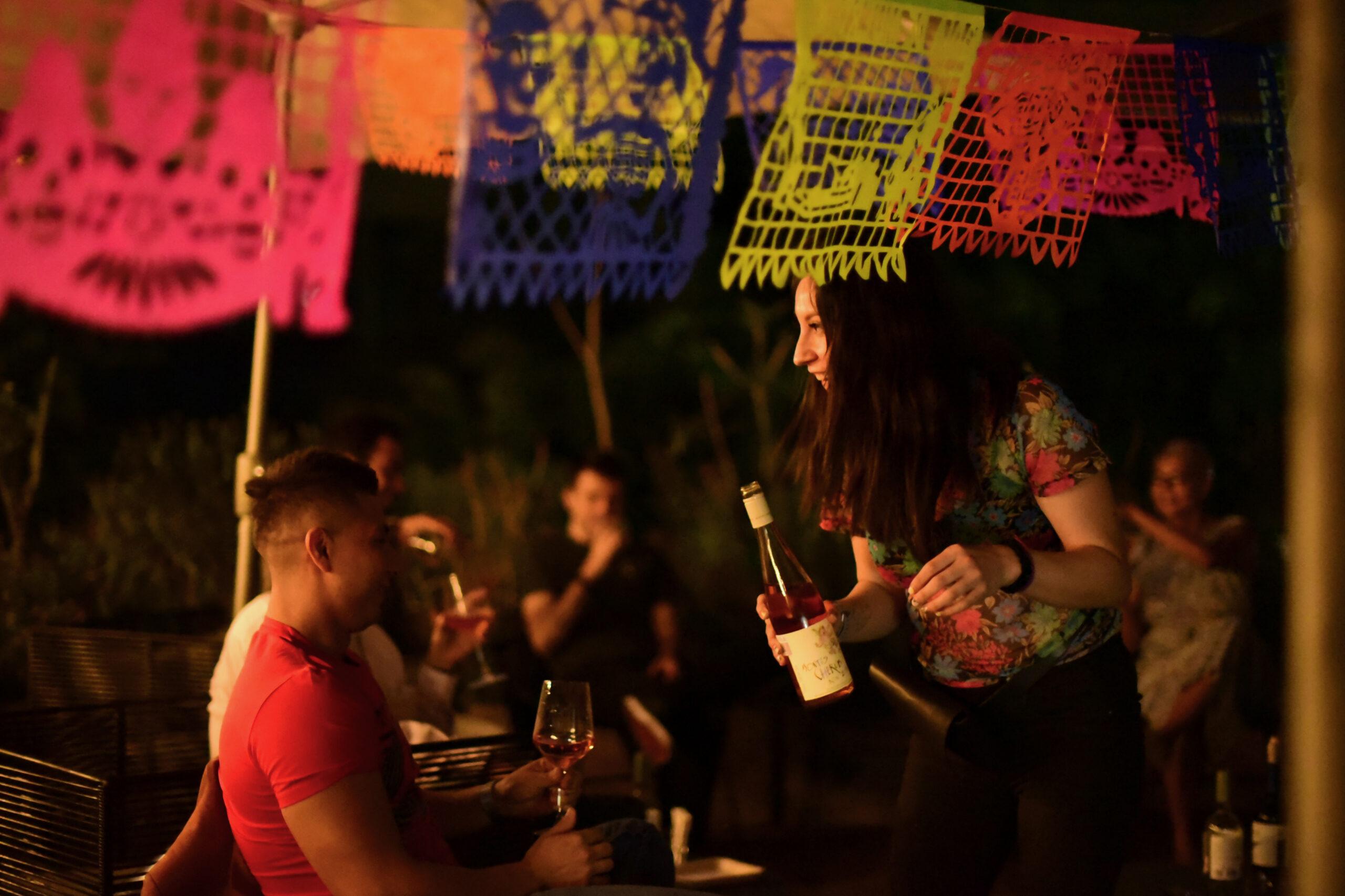 Cata de vino en la terraza Casa Río Janeiro
